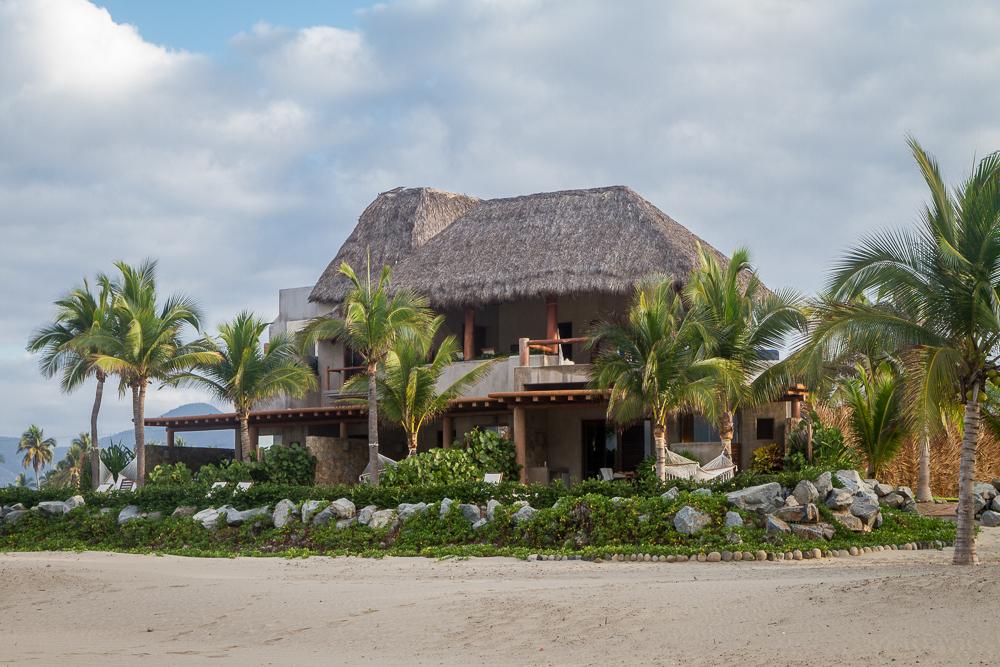 Las Palmas Beach Suites
