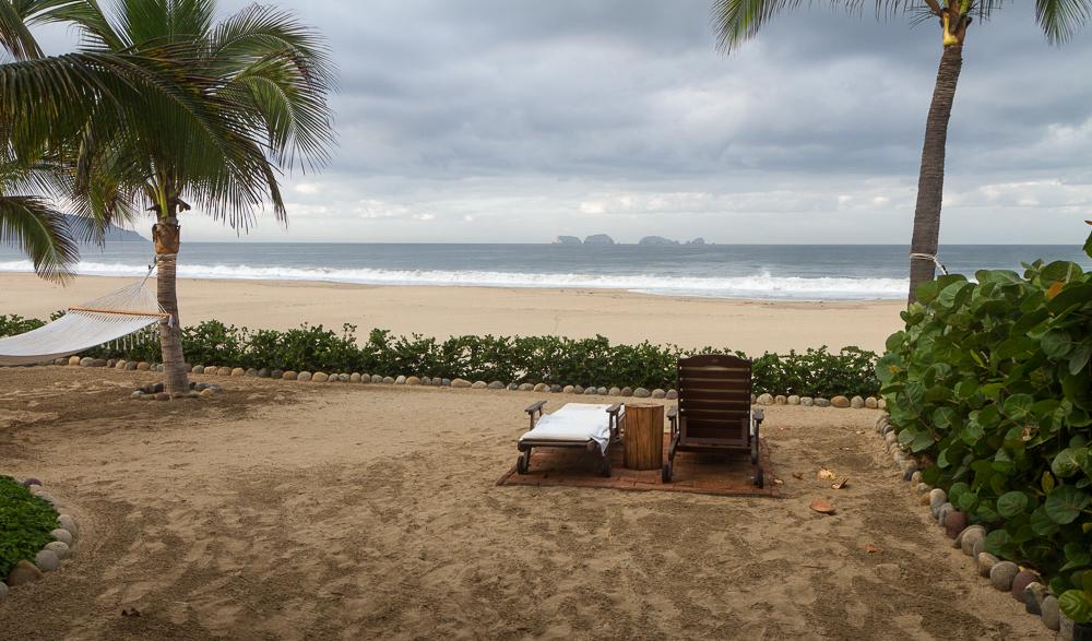Las Palmas Beach Suite Backyard 2