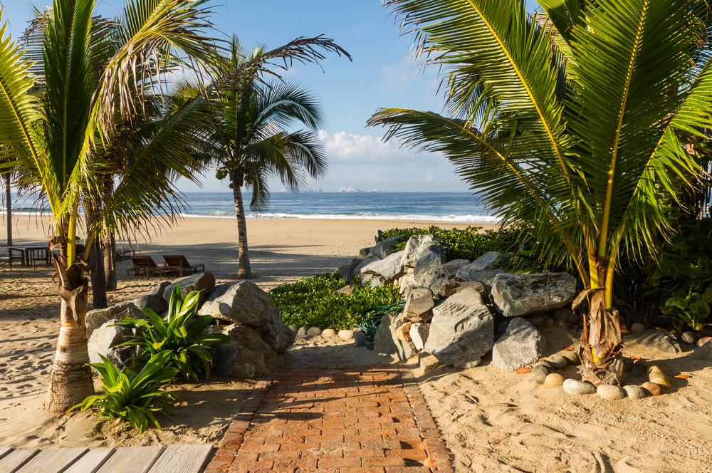 Las Palmas walkway to beach